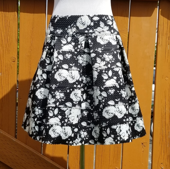 Xhilaration Dresses & Skirts - Black and white flower midi skirt